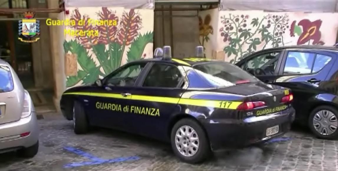 Accessori per telefonia sequestrati dalla Finanza a Tolentino