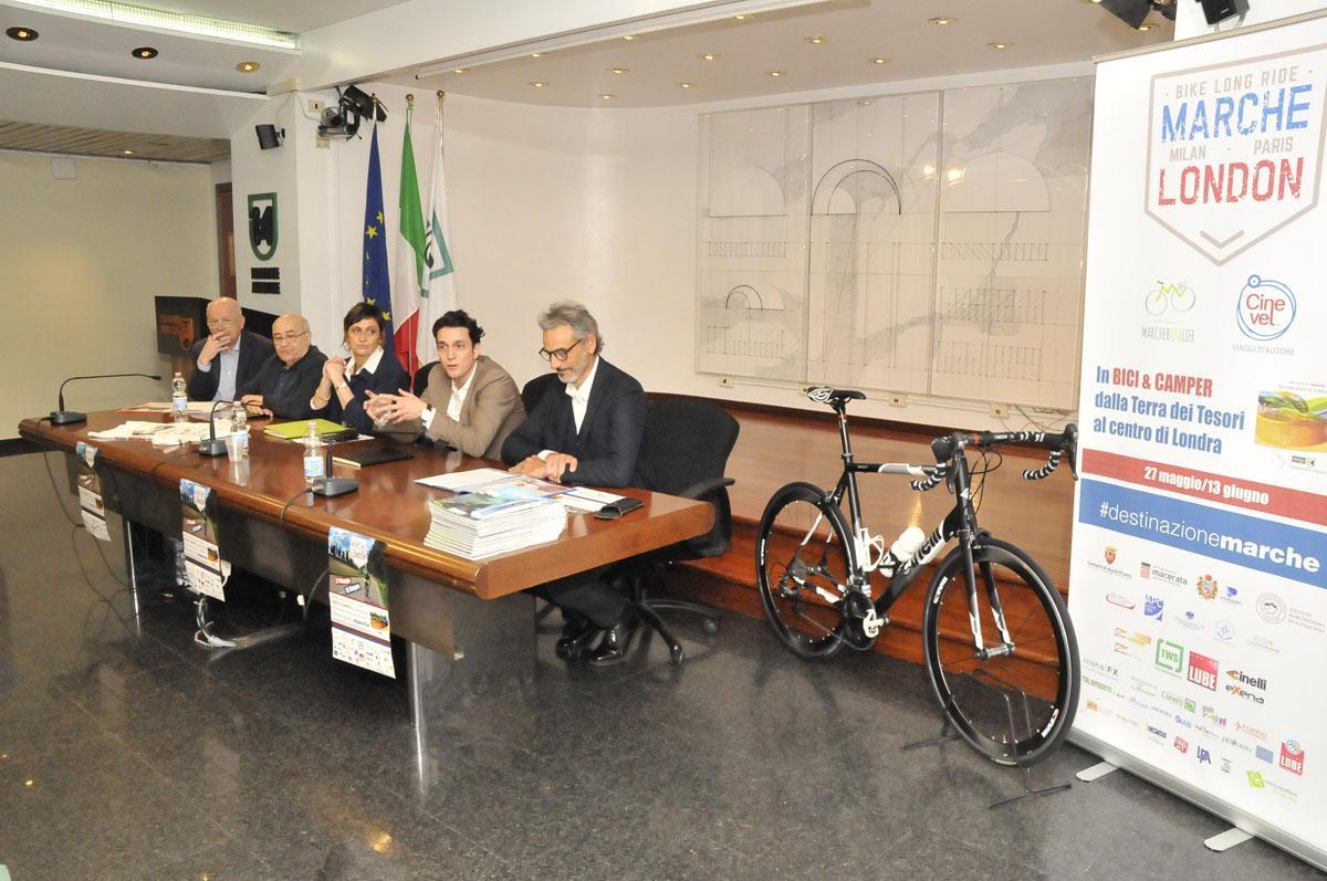 In bicicletta fino a Londra per promuovere le Marche
