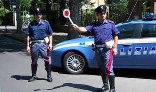 Controlli Polizia Stradale, cisterna recuperata da VV.FF.