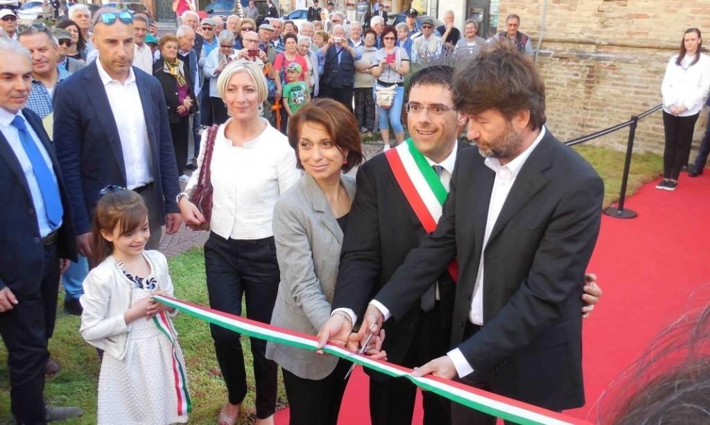 L'assessore Rita Soccio, il prefetto Roberta Preziotti, il sindaco Francesco Fiordomo e il ministro Dario Franceschini inaugurano la Torre del Borgo