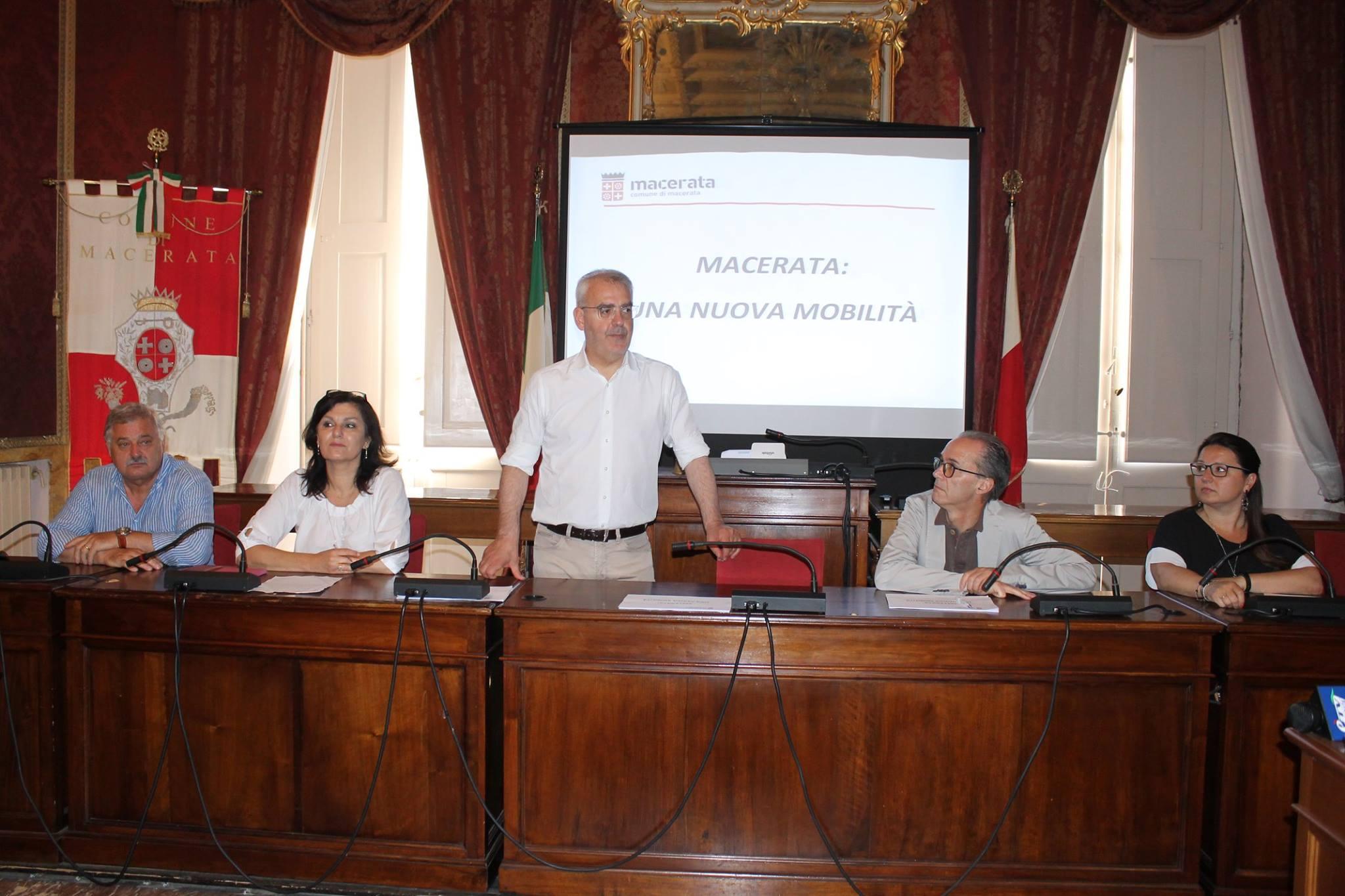 Macerata, presentato il progetto mobilità urbana e parcheggi
