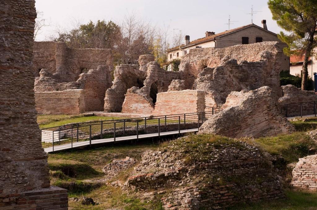Il teatro romano di Helvia Recina
