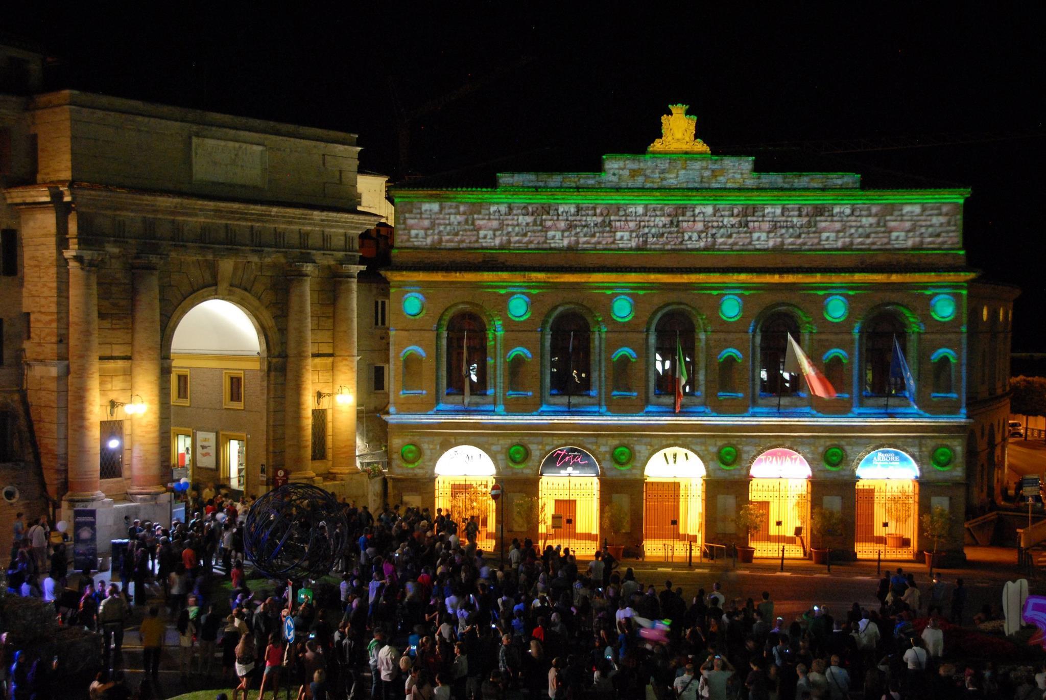 Notte dell'Opera, Macerata si colora di azzurro Mediterraneo