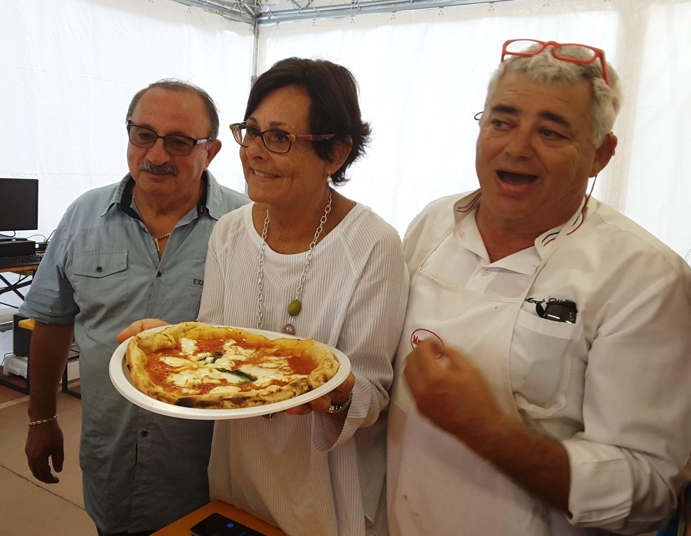 Il campione del mondo D'Erasmo, pizza per i bambini di Borgo d'Arquata