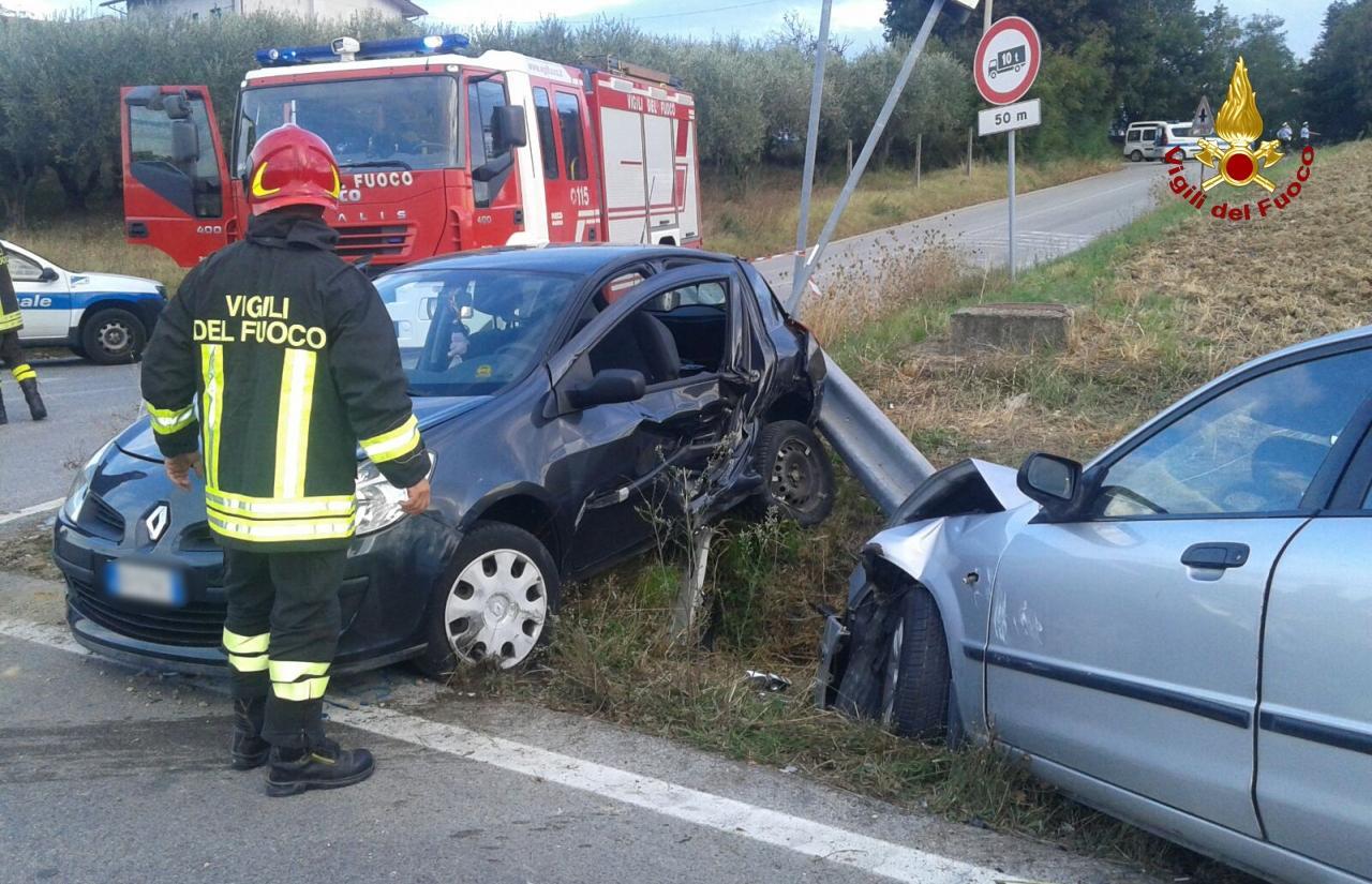 Incidente stradale a Loreto, quattro feriti