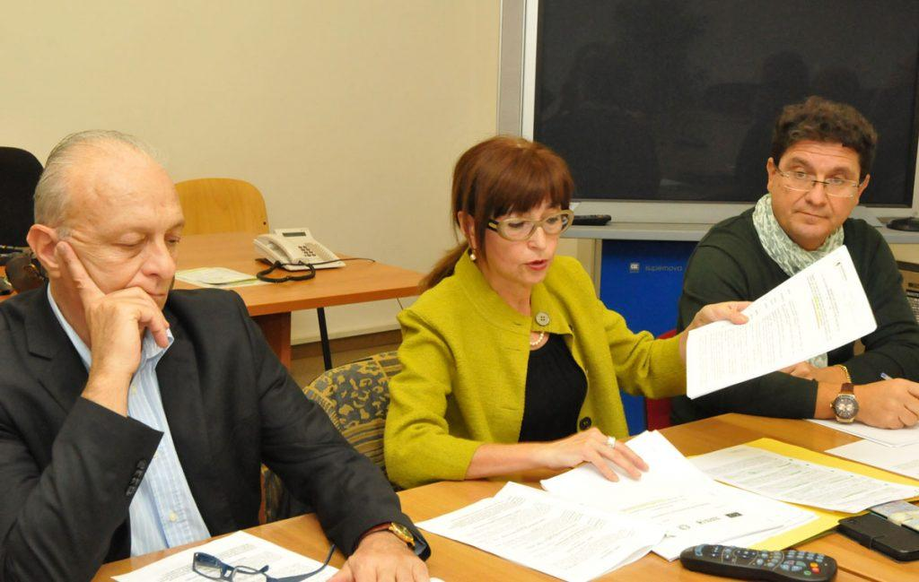 Al centro, l'assessore Loretta Bravi