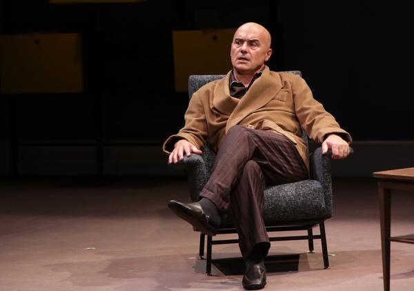 Luca Zingaretti a Recanati inaugura la stagione teatrale e incontra i liceali