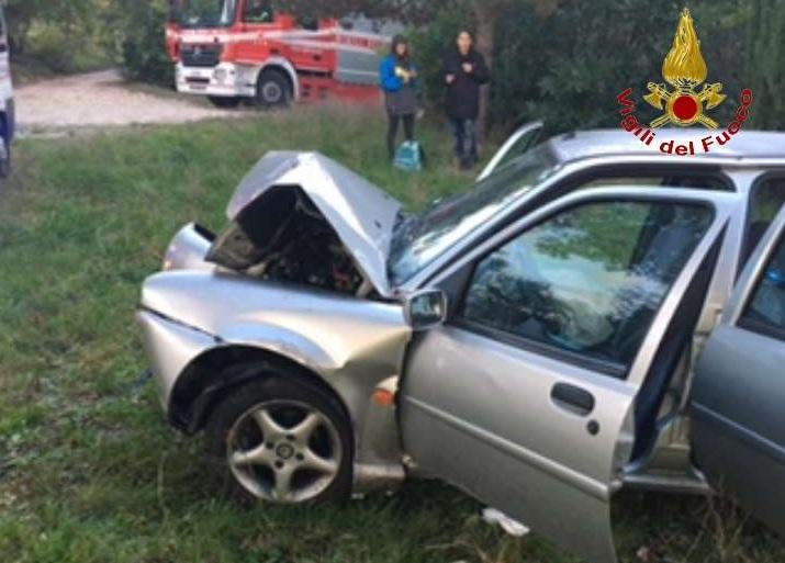 Vigili del Fuoco intervengono per due incidenti stradali