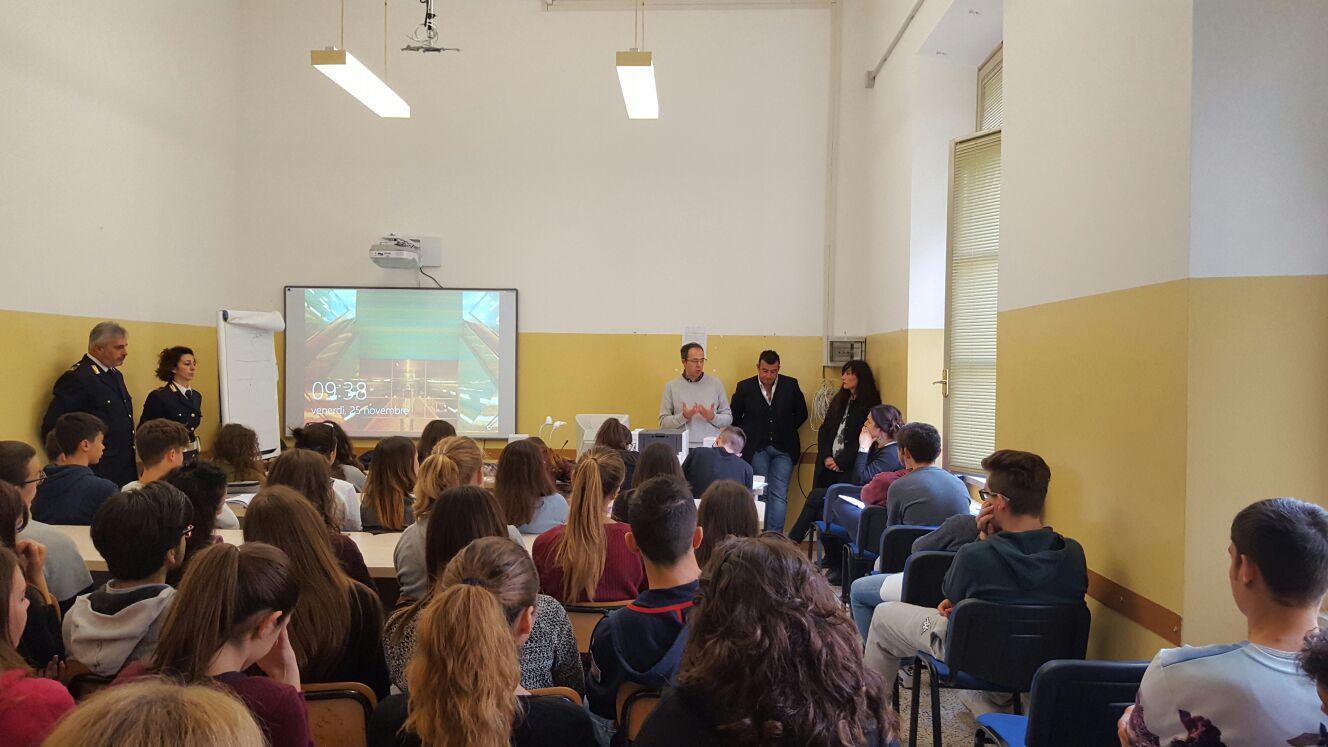 Polizia di Stato e violenza sulle donne, incontro al Liceo Galilei di Macerata