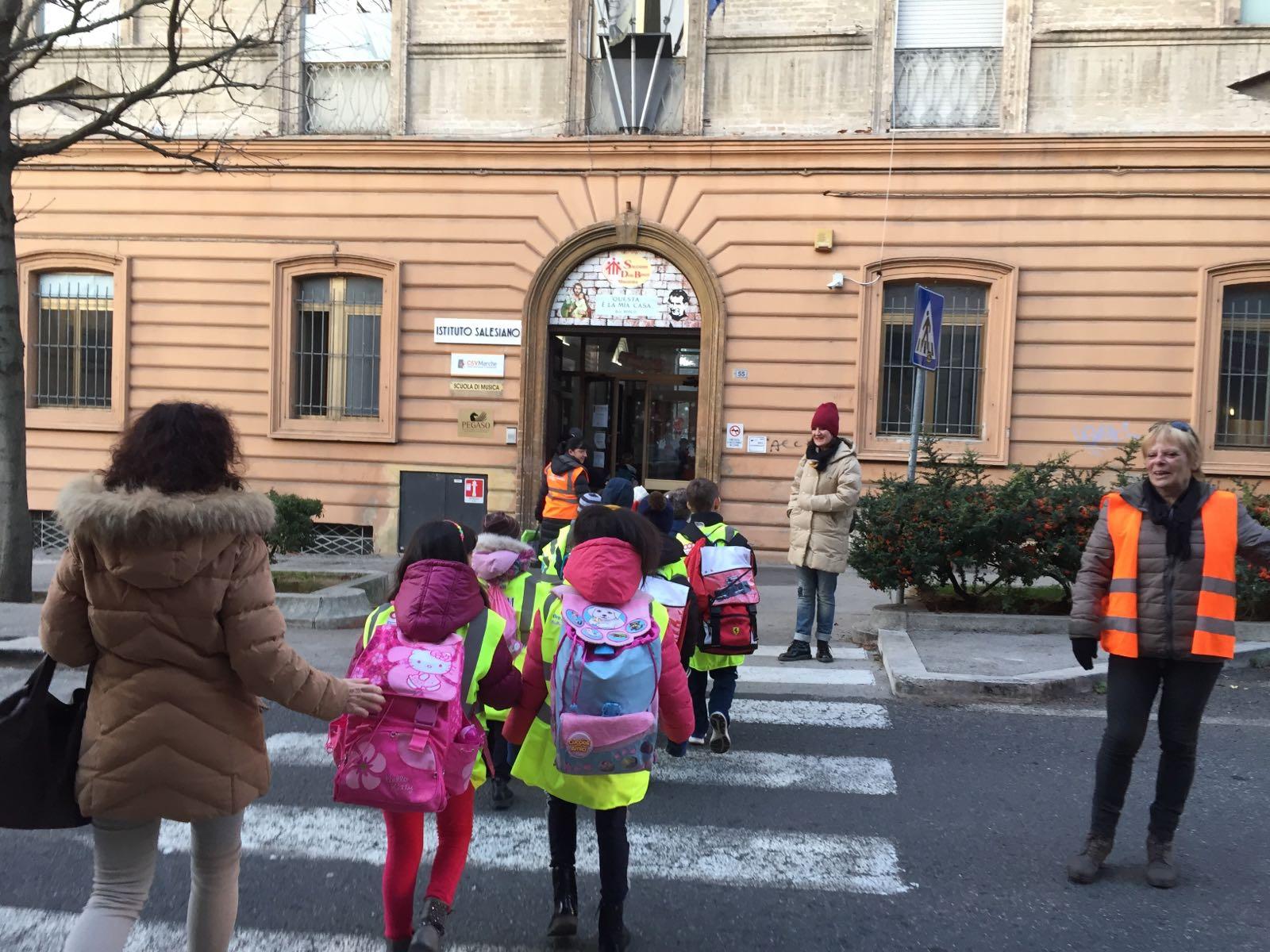 Ripartito Pedibus, l'accompagnamento a piedi dei bambini delle scuole primarie