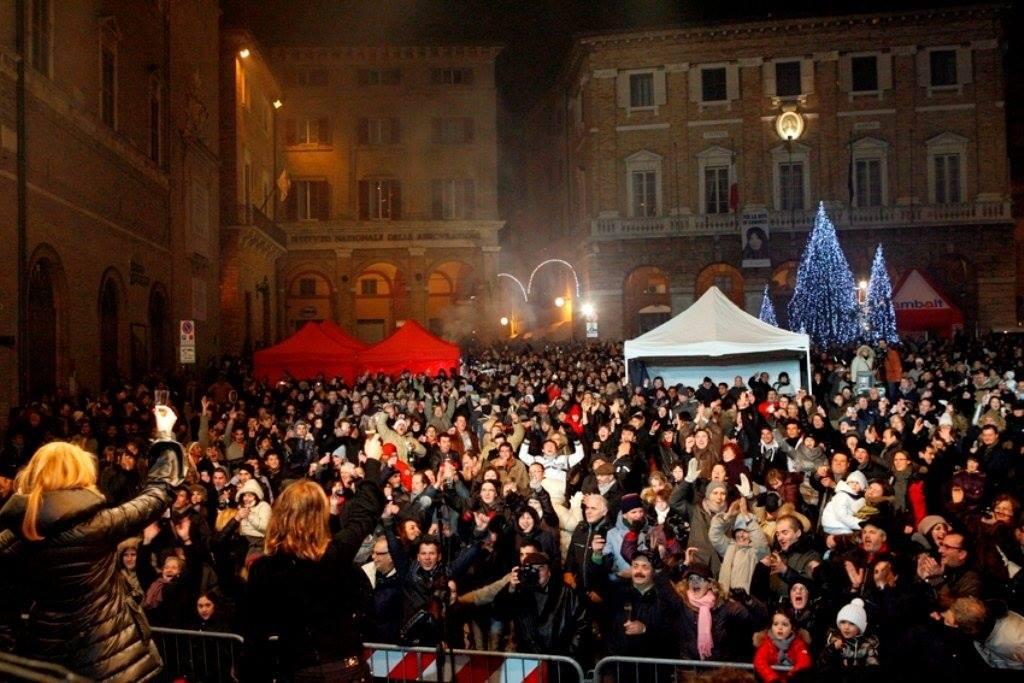 Capodanno a Macerata: festa solidale al Centro Fiere, musica in piazza della Libertà