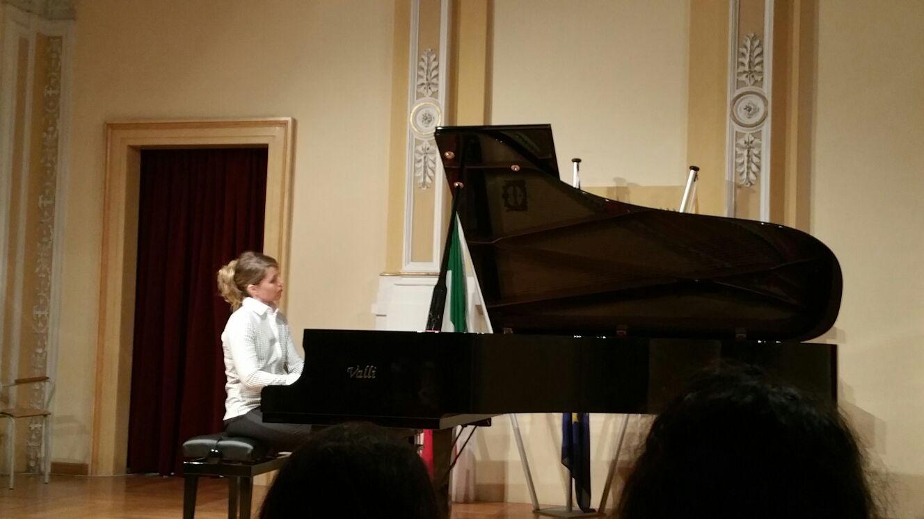 La pianista Maceratini in concerto a Recanati, fondi per il Liceo Musicale di Camerino