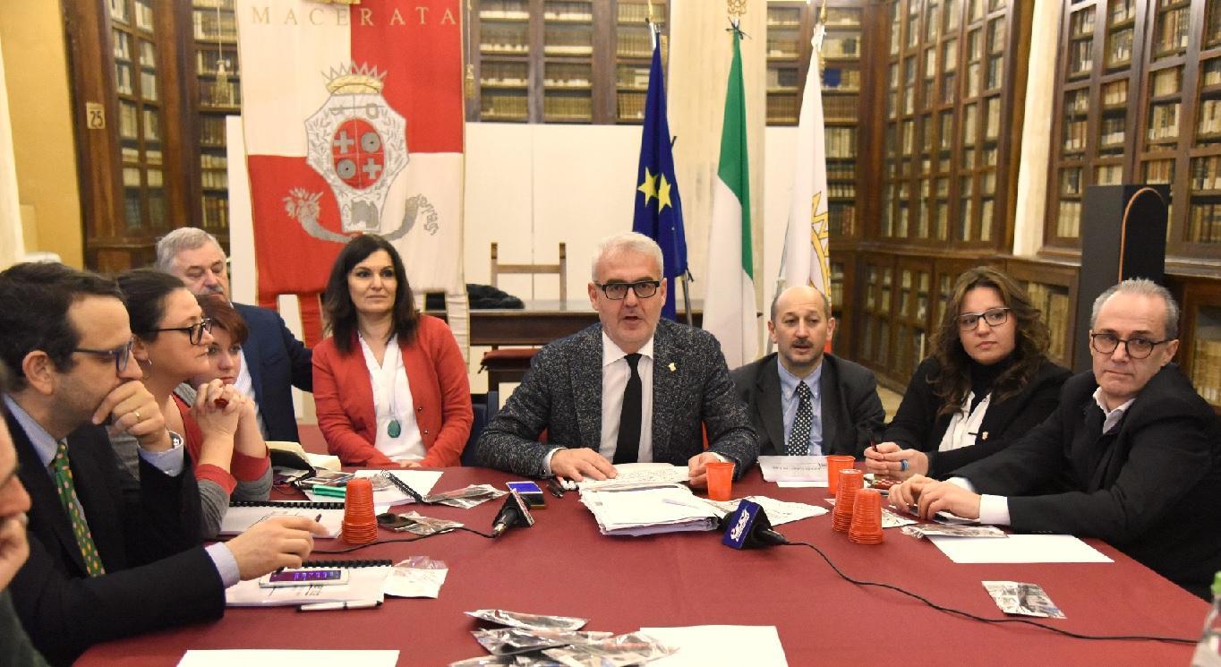 """Macerata, conferenza stampa di fine anno. Carancini: """"Il terremoto non ci ha fermato"""""""