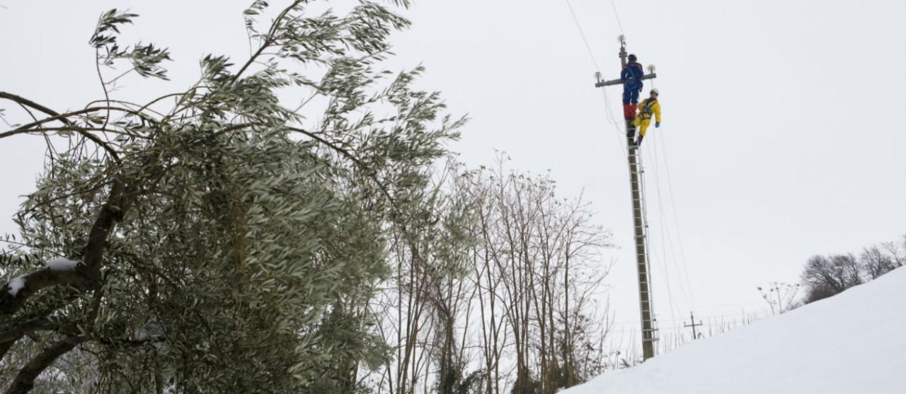 Neve e sisma: Regione Marche diffida l'Enel, continua ripristino viabilità