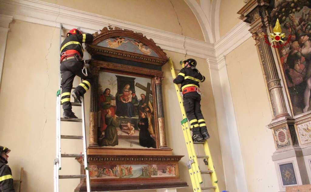 Matelica, Vigili del Fuoco recuperano opere d'arte alla Chiesa di San Francesco