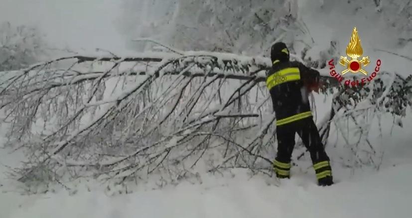 Tra neve e terremoto si aggrava la situazione nelle Marche