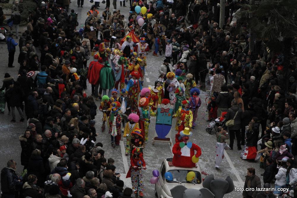 Civitanova Marche, allegria al Gran Carnevale in piazza XX Settembre
