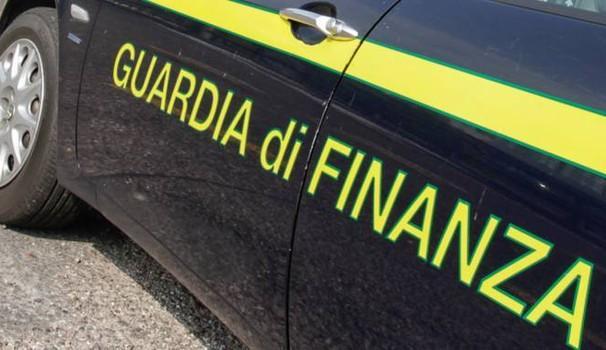 Finanza arresta imprenditore civitanovese, aveva un kg di hashish