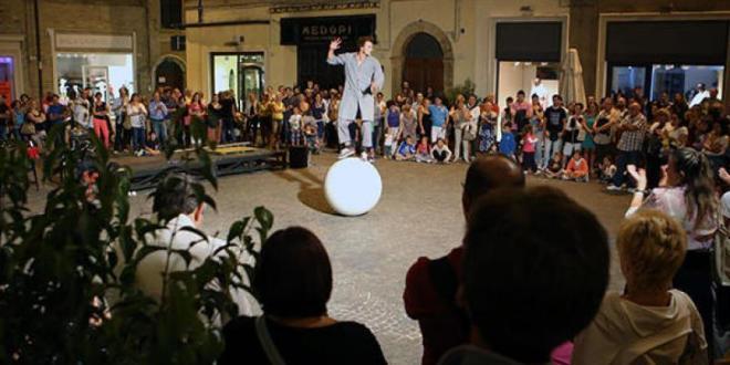 Macerata, sabato pomeriggio circo e shopping al Garibaldi Street Fest