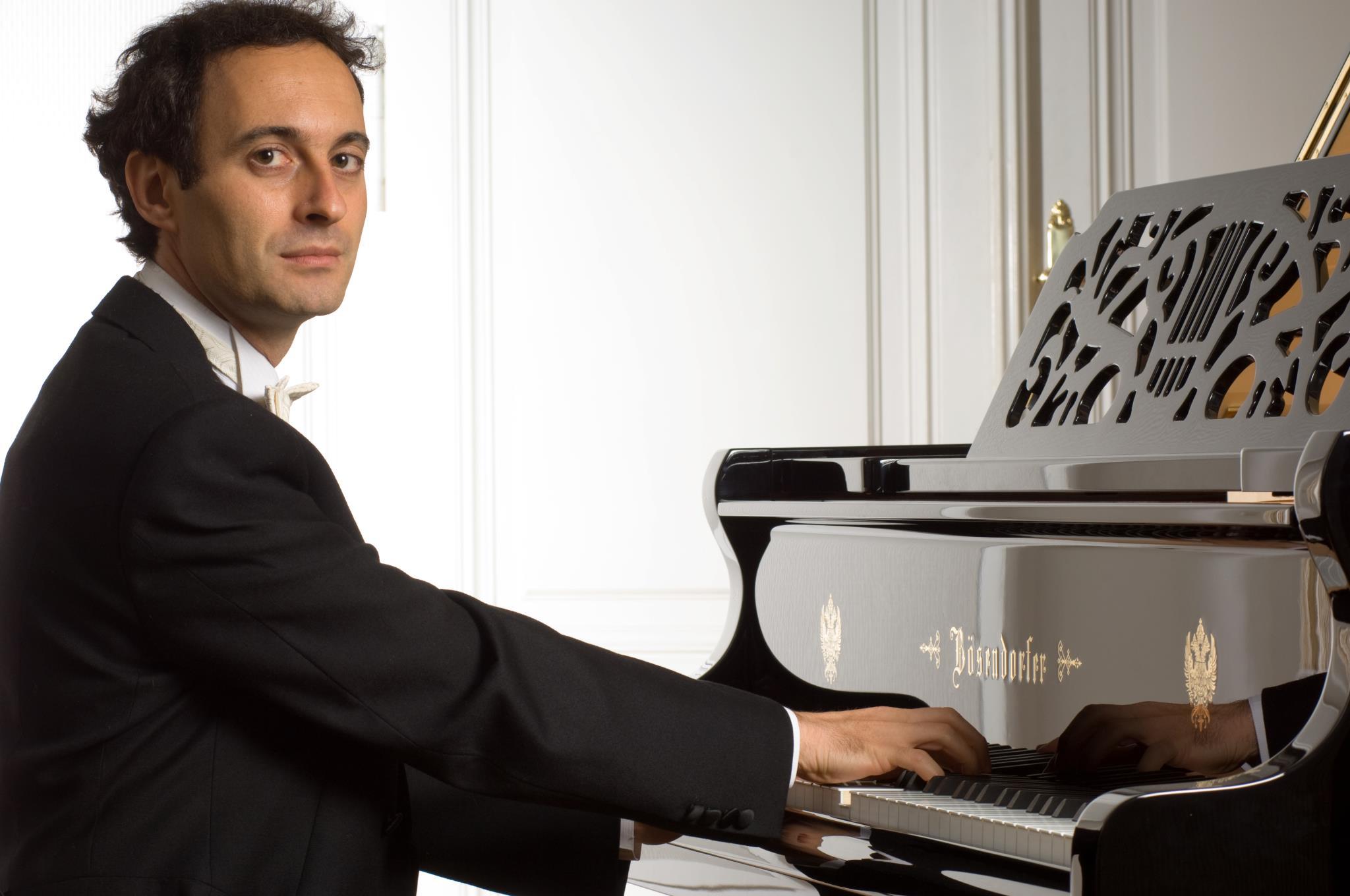 Recanati, concerto del pianista Gianluca Luisi