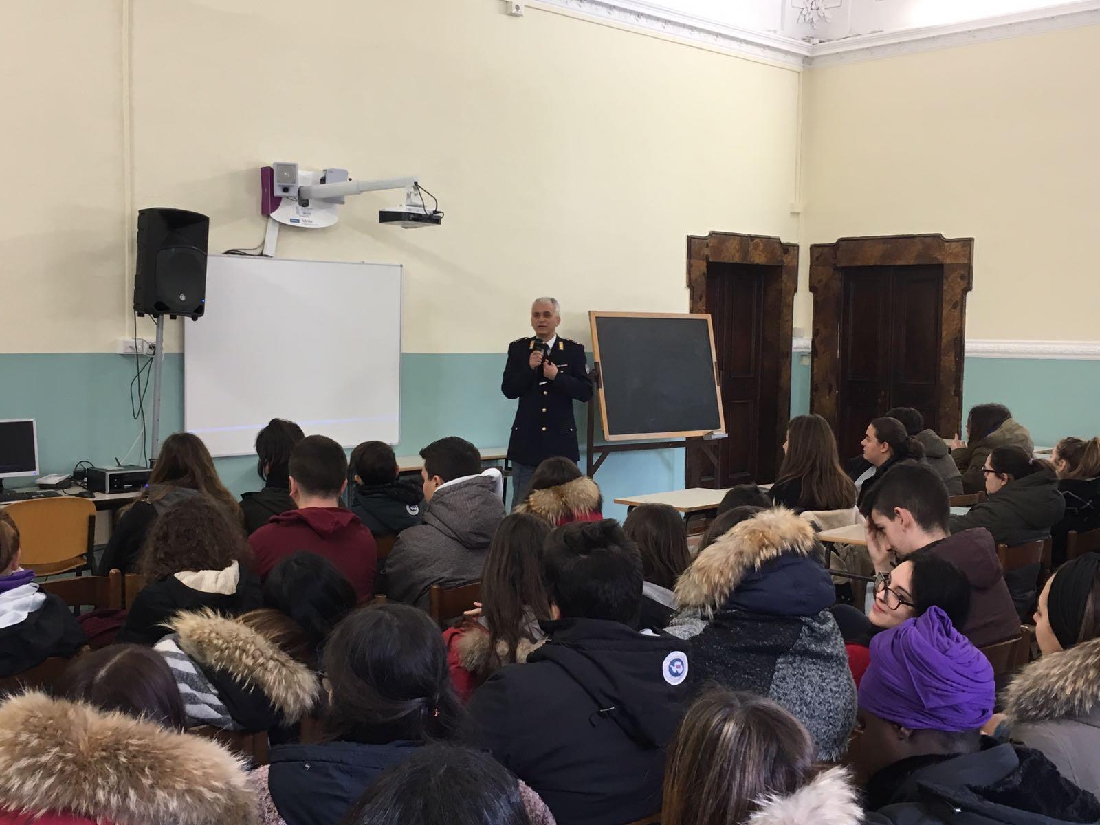 Educazione alla Legalità, incontri con la Polizia a Cingoli e Macerata