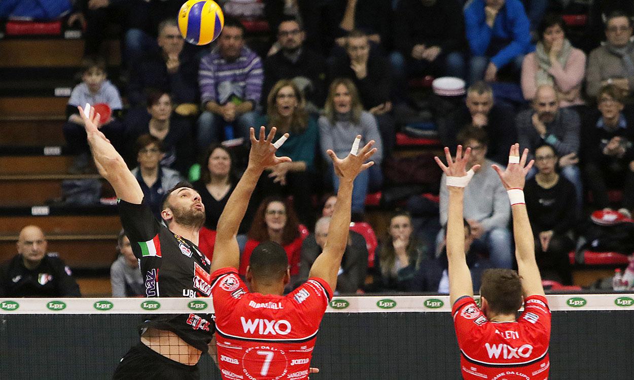 La Lube vince a Piacenza (3-2) e va in semifinale con Modena
