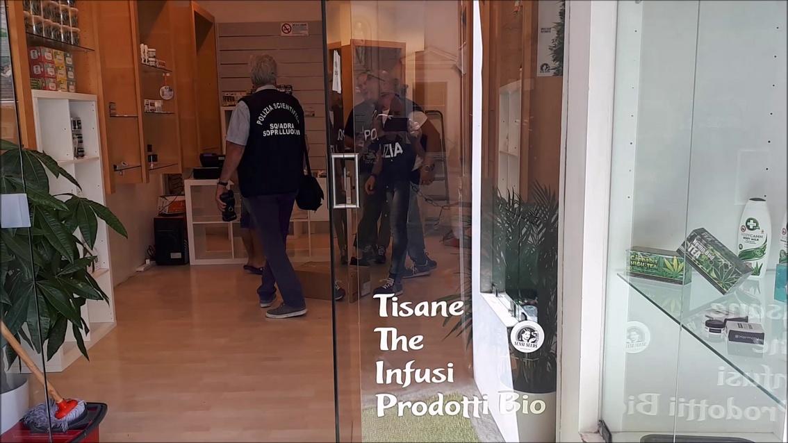 """Stop alla """"cannabis light"""", a Macerata chiusi due negozi"""