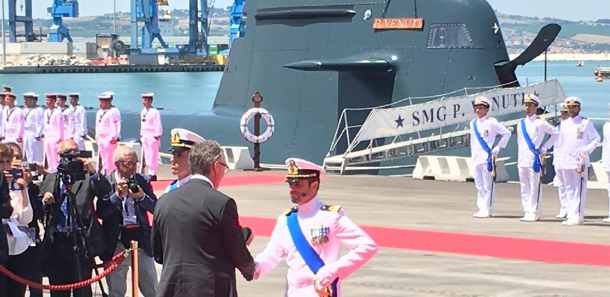 Festa della Marina, bandiere ai sommergibili Venuti e Romeo