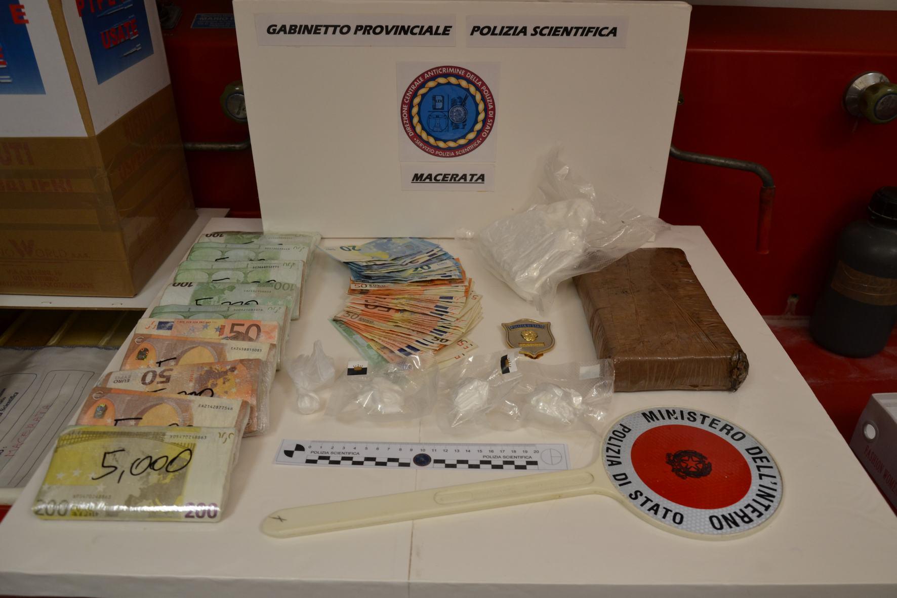 Macerata, arrestato dalla Polizia con 1,7 kg di cocaina in casa