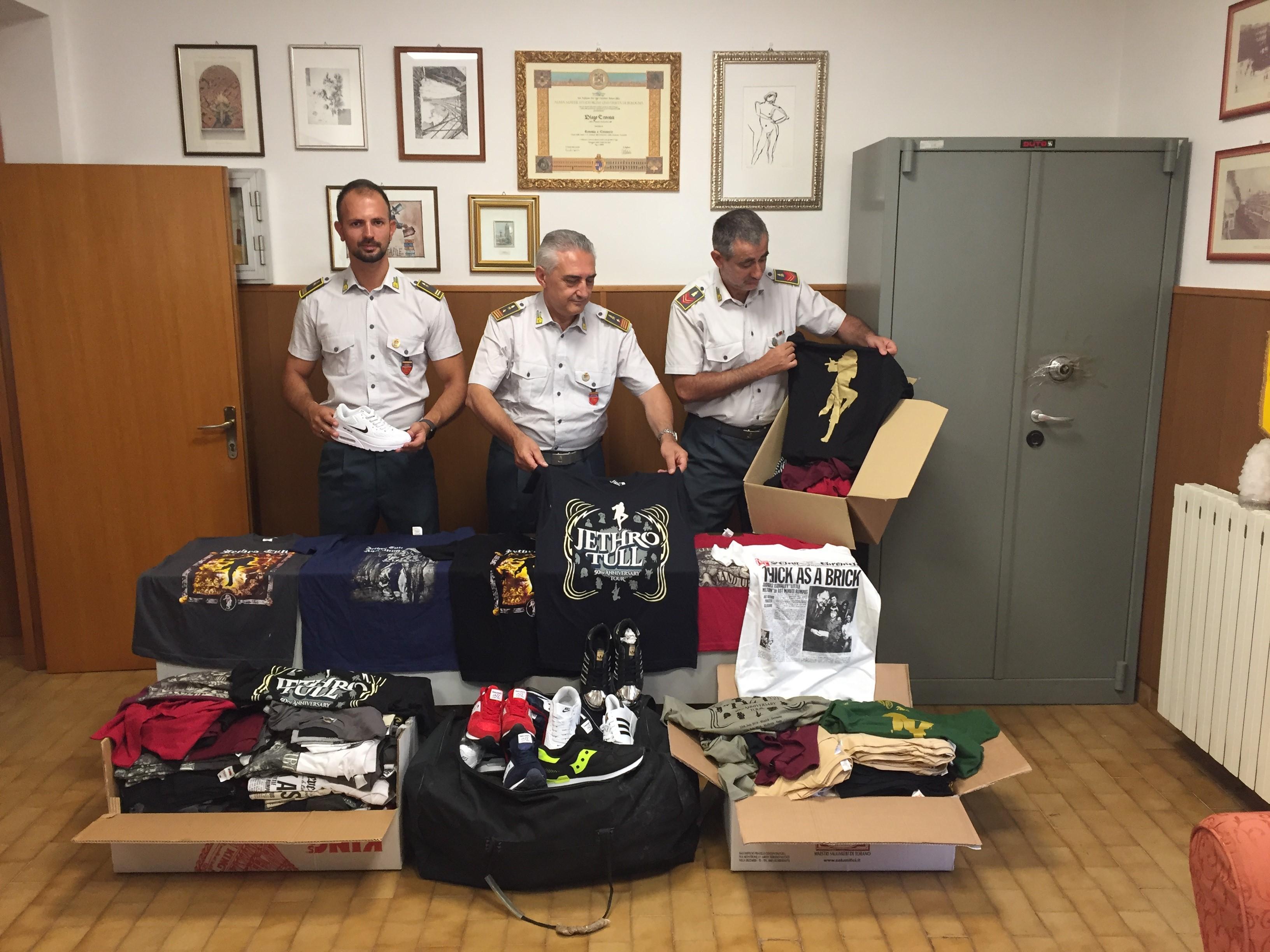 Porto Recanati, Finanza sequestra prodotti contraffatti