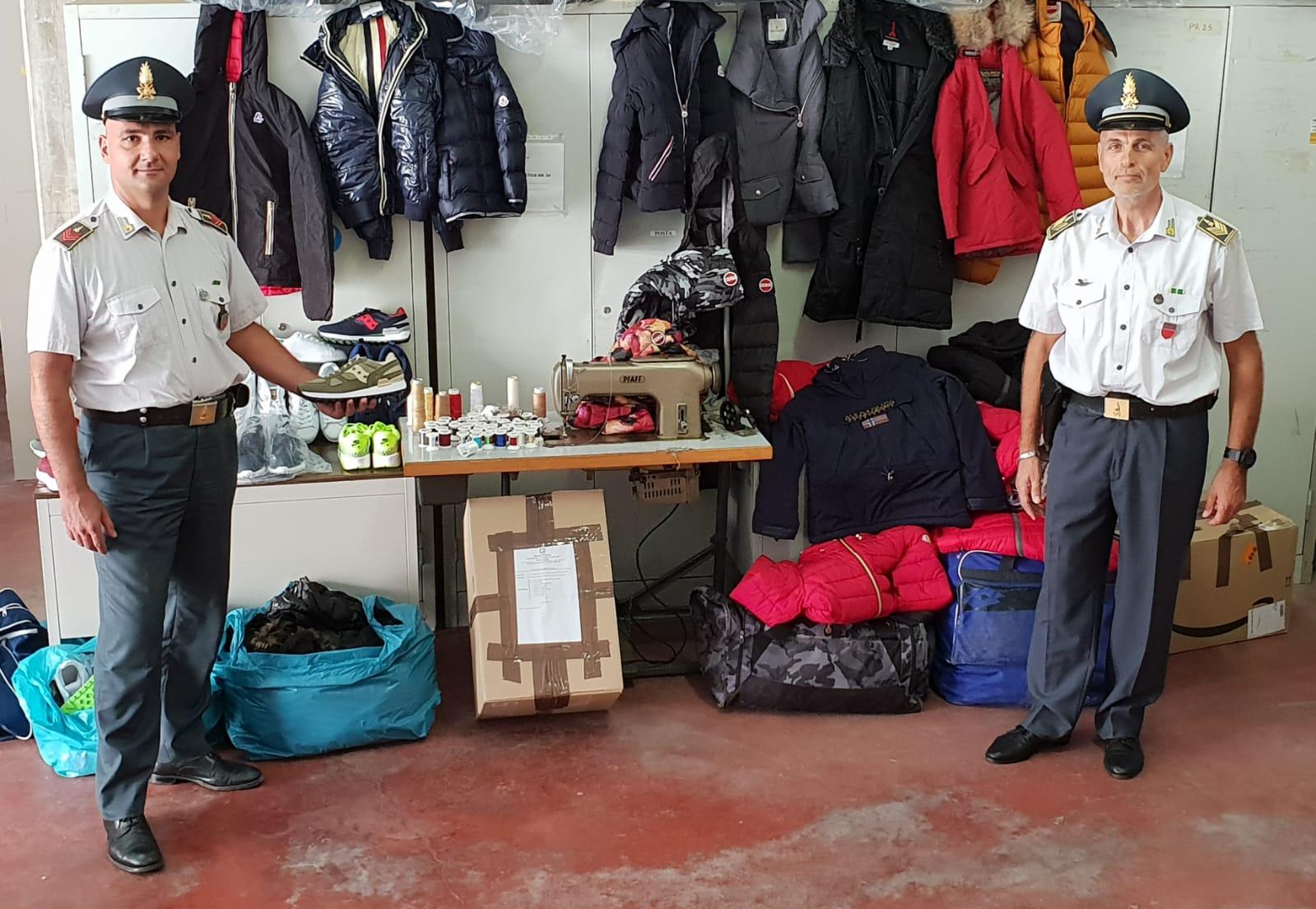 Finanza a Porto Recanati, sequestrata merce contraffatta