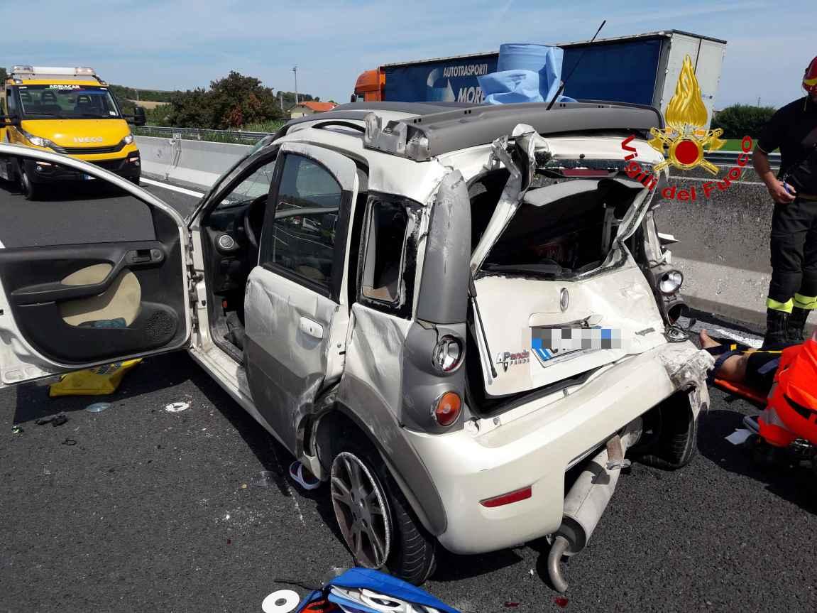 Tamponamento sull'A14 con feriti, illese due bambine
