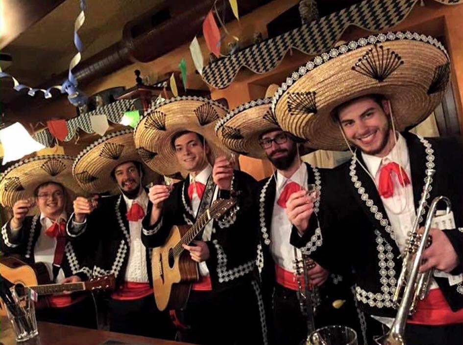 Montefano, musica e divertimento con Los Maniàchi