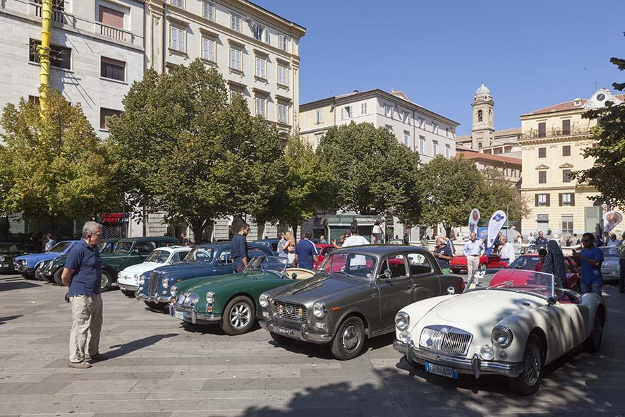 Veicoli d'Epoca, splendidi esemplari nelle vie di Ancona