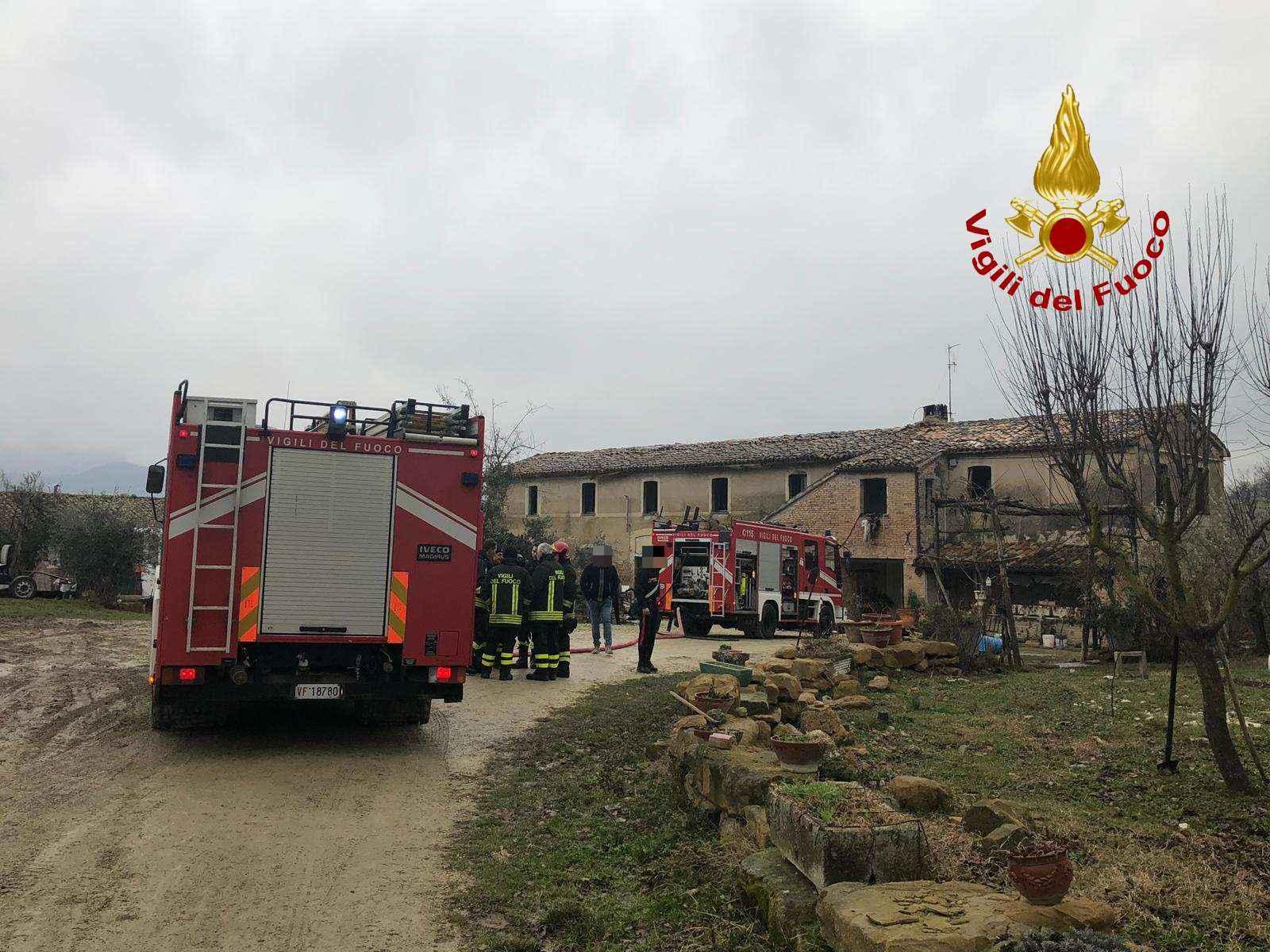 Matelica, a fuoco una casa in frazione Pagliano