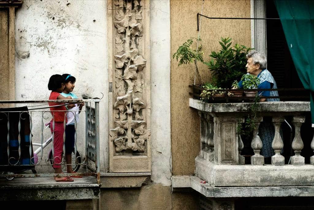 """Macerata, le città di Gabriella Kuruvilla a """"Il racconto e i falò"""""""