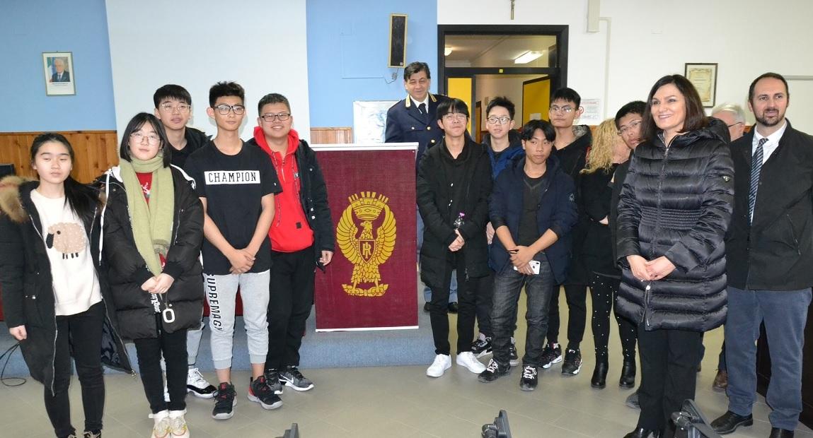 Macerata, studenti cinesi di Taicang in visita alla Questura