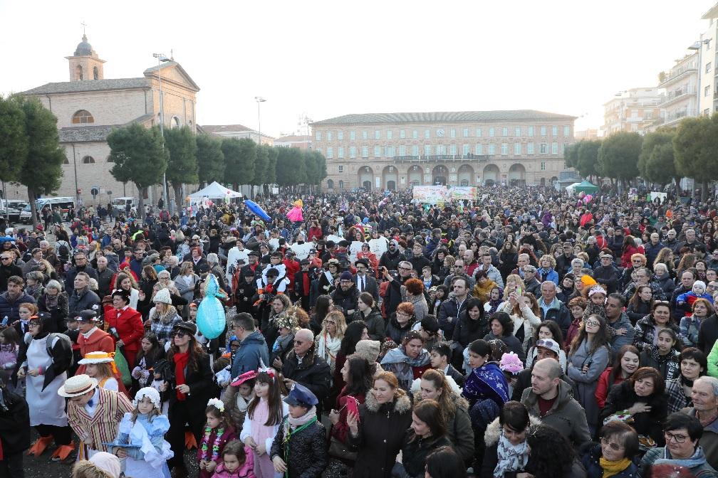 Tanta gente al Carnevale di Civitanova Marche
