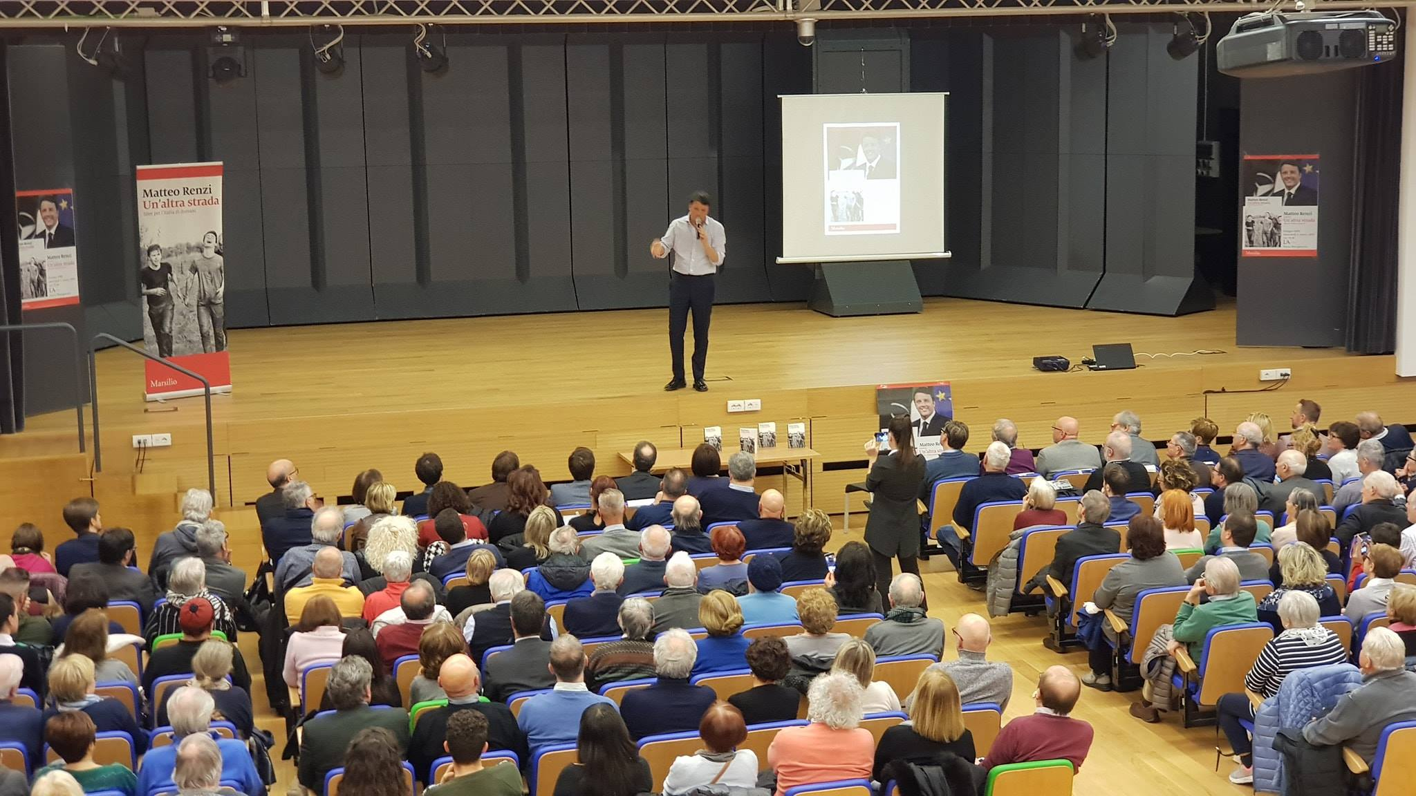 Matteo Renzi presenta il suo libro a Civitanova, Ancona e Fano