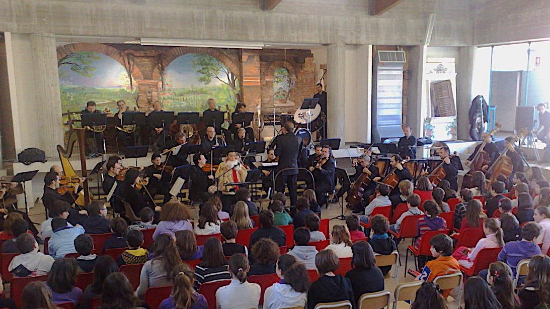 Civitanova Marche, l'Orchestra Filarmonica alla scuola Mestica