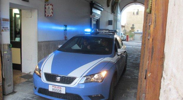 Macerata, Polizia smantella base di spaccio in un appartamento