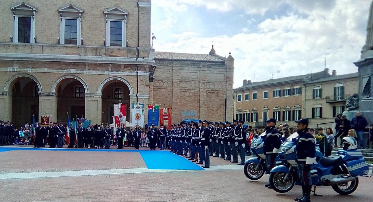 Recanati, la cerimonia per l'anniversario della Polizia di Stato