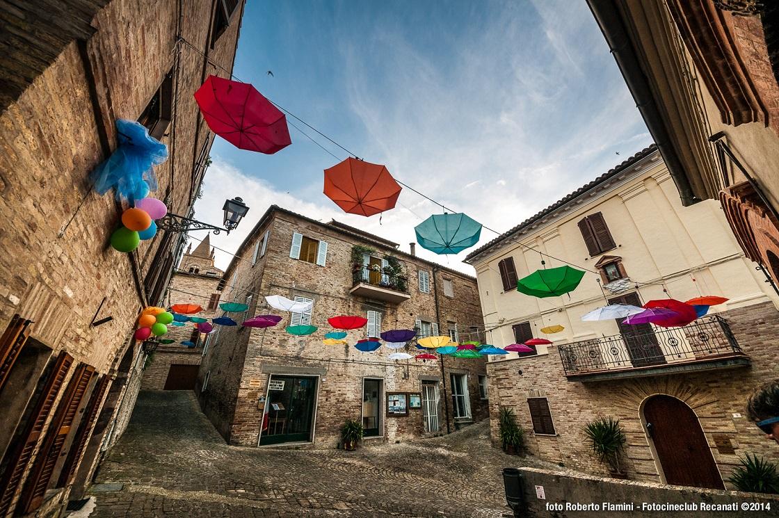 Montecassiano, con Svicolando si colora il borgo medievale