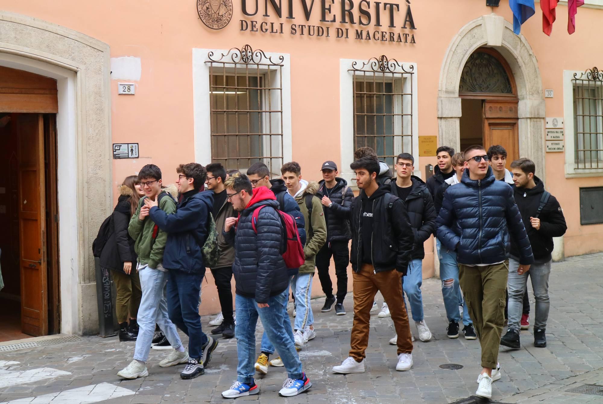 Salone di orientamento UniMC, primo giorno con 400 studenti