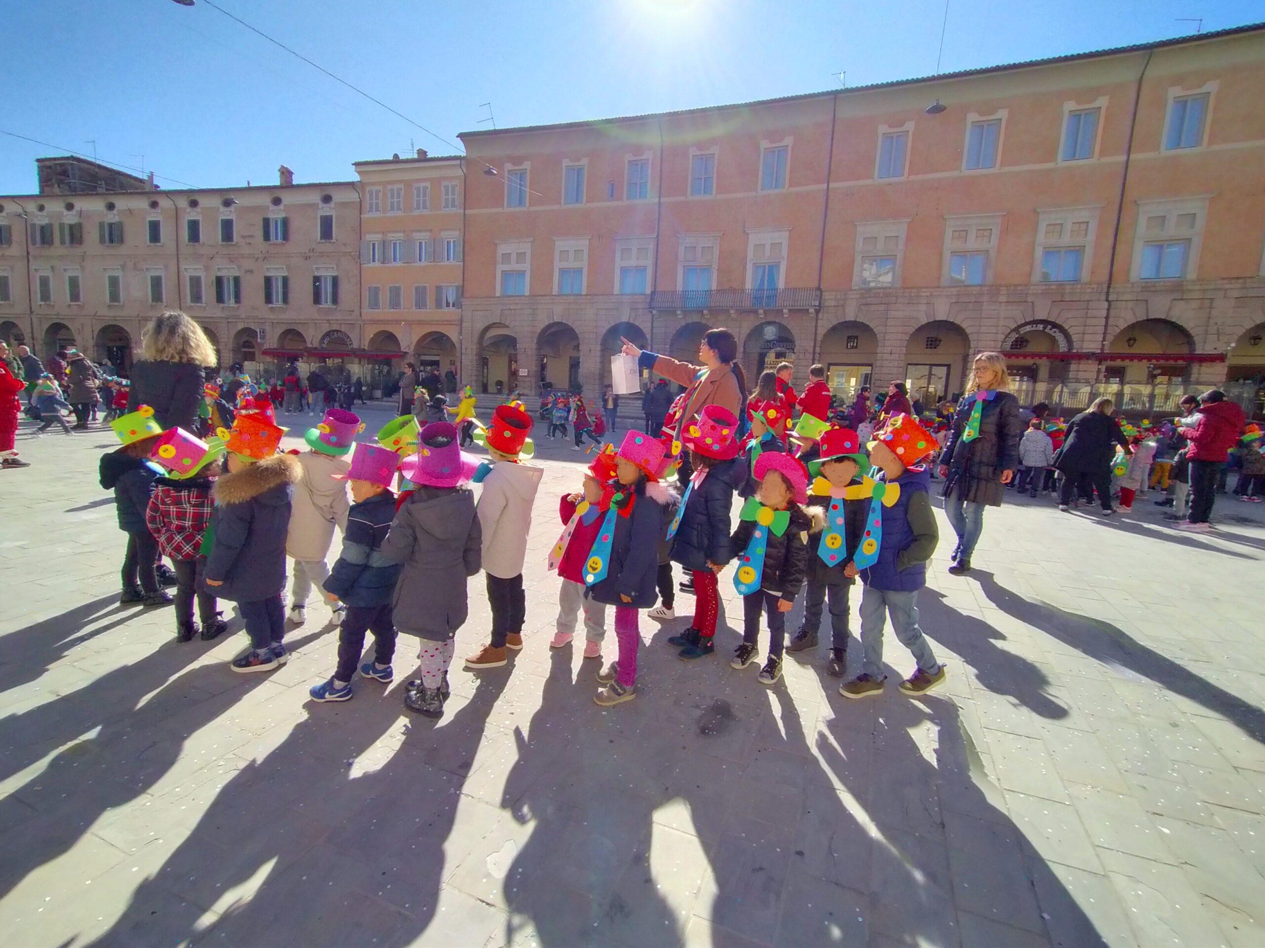 San Severino Marche, alunni in piazza per il Carnevale