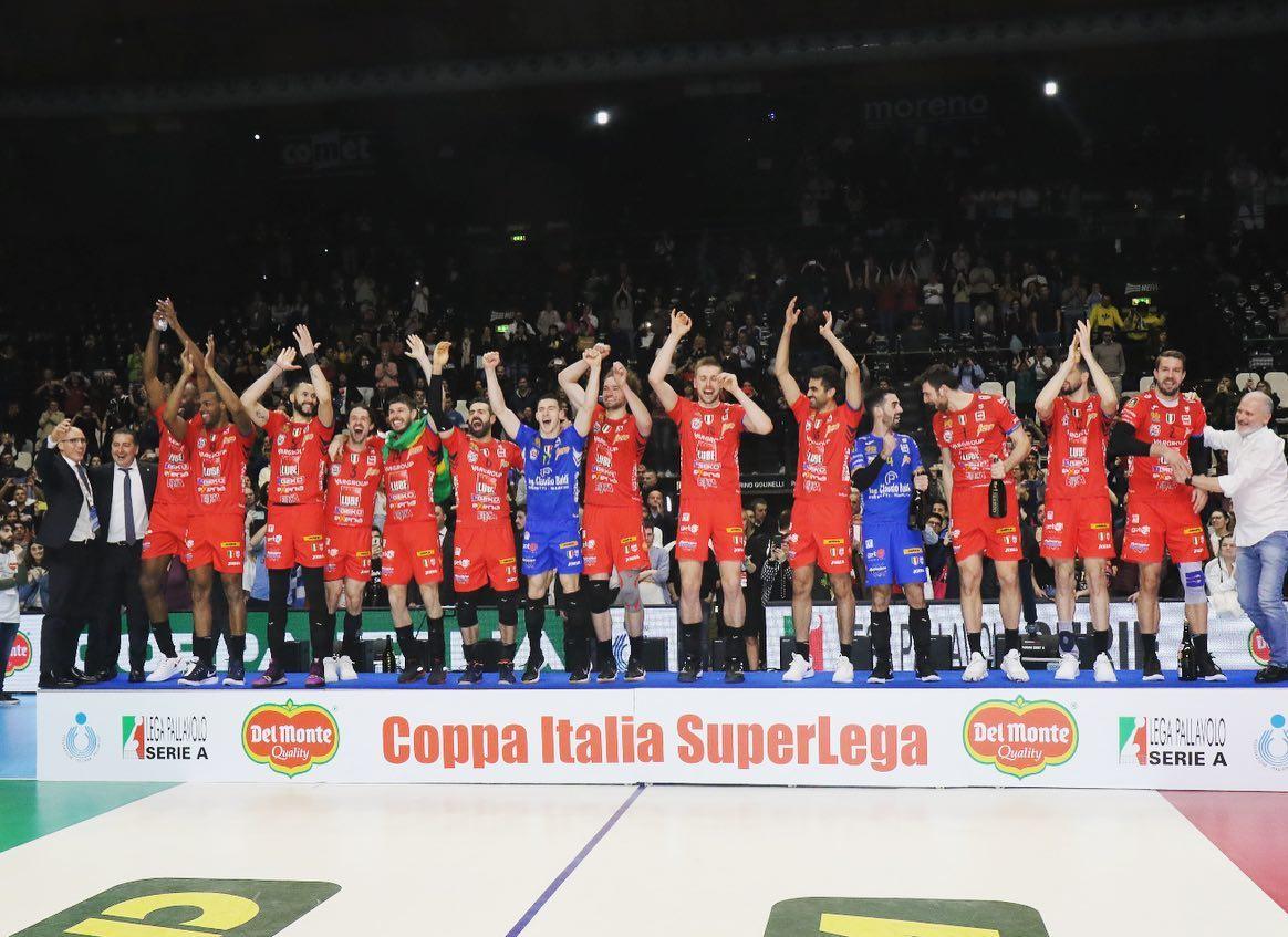 Lube-Sir Safety 3-2 in finale, è la sesta Coppa Italia biancorossa