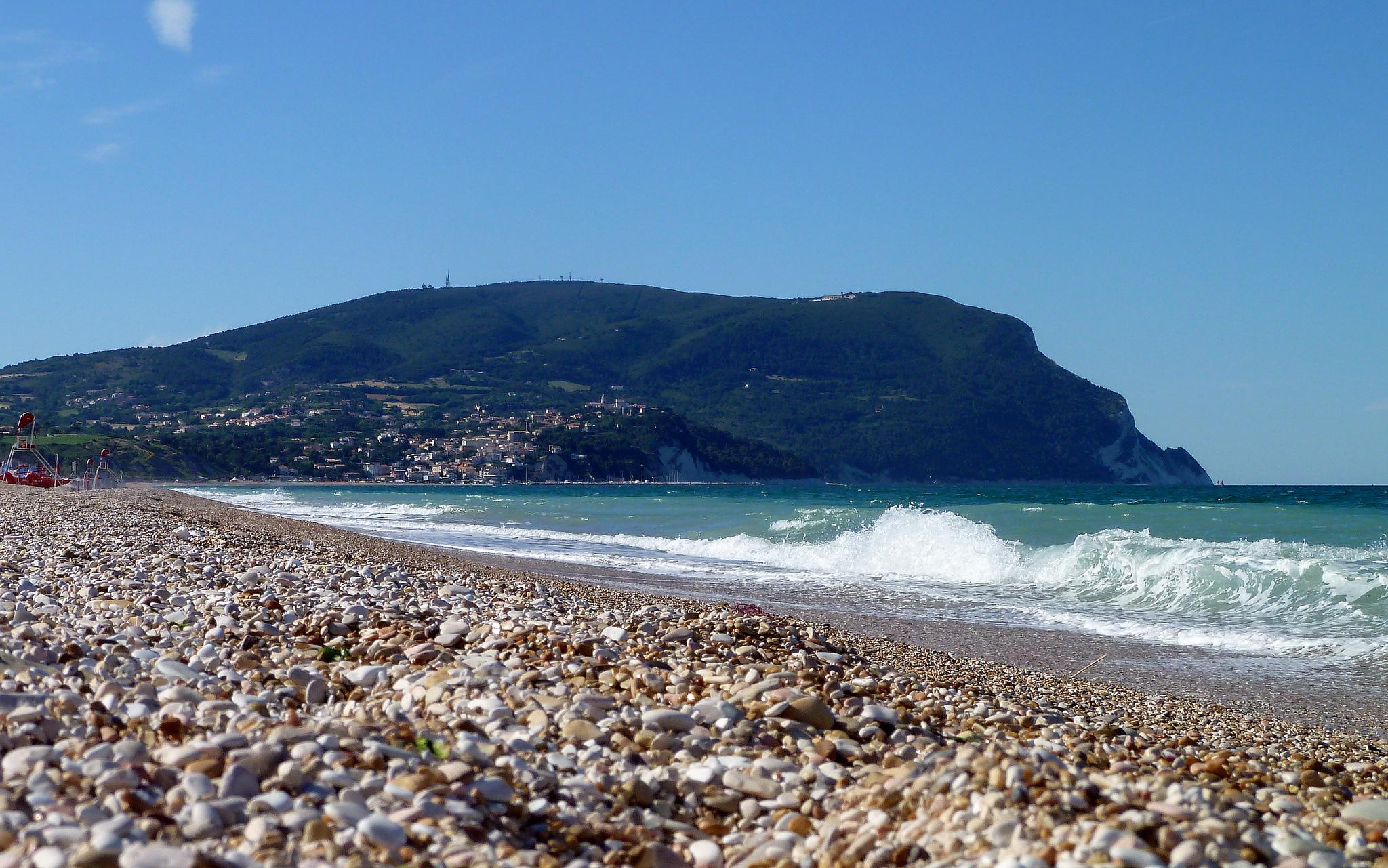 Marche. Divieto di accesso a spiagge, parchi e giardini pubblici
