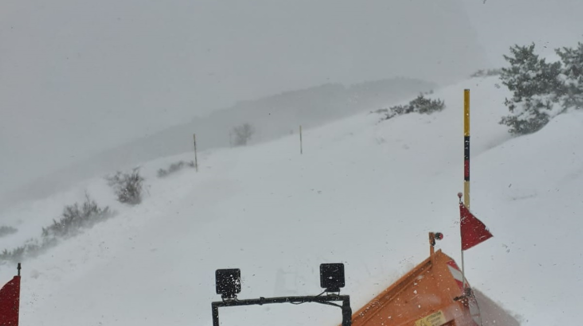 Provincia, mezzi in azione per liberare strade dalla neve