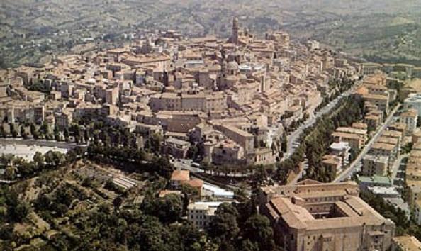 Macerata, nuovi orari per l'accesso in auto al centro storico