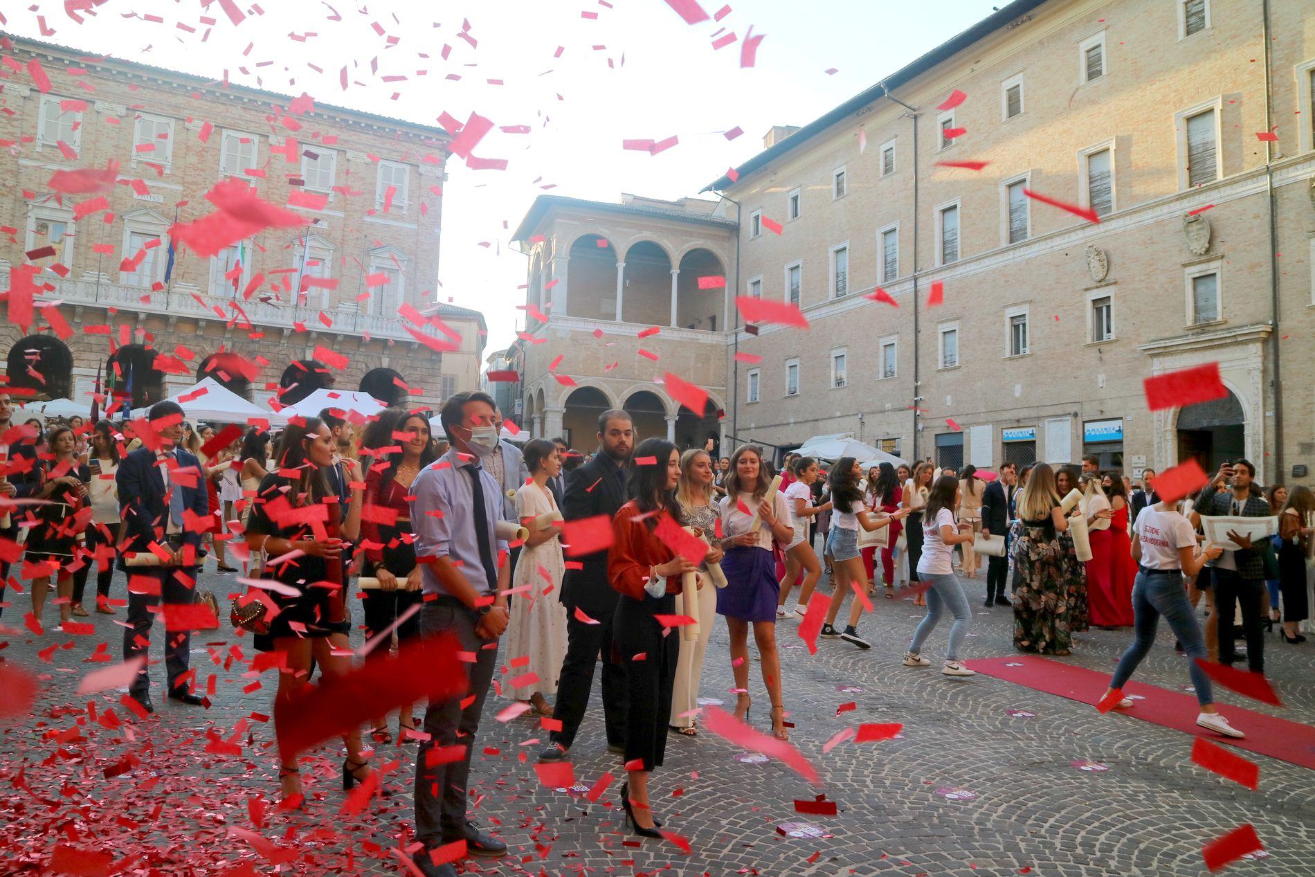 Graduation Day Unimc, festa in piazza con i laureati a distanza